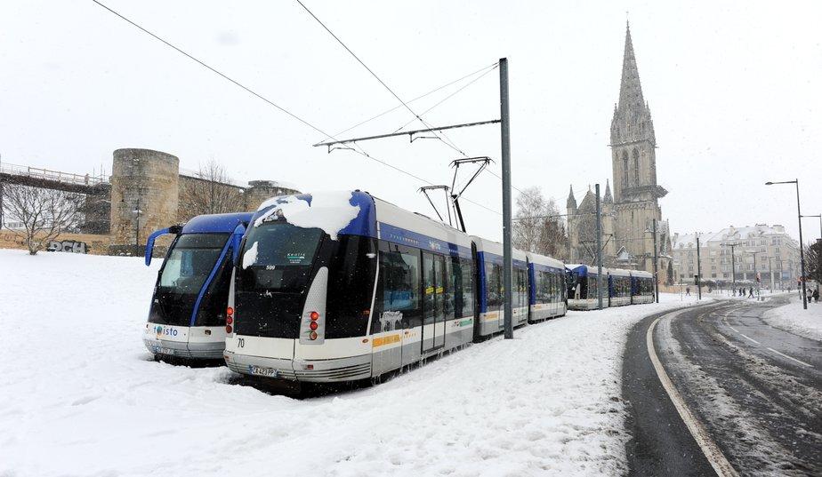 Tramway Caen sous la neige