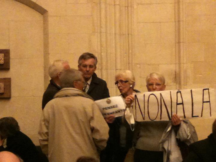 Non à la fermeture de l'école Robert Desnos à la Folie Couvrechef à Caen