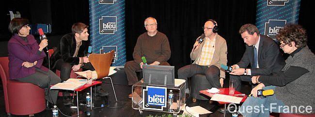Corinne Ferret (PS) ; Jérôme Nury (UMP) ; Gabriel Daube (MoDem) et Christine Coulon (NPA) ont répondu aux questions de Jean-Jacques Lerosier (Ouest-France) et Michel Legorjus (France Bleu). Débat Flers Emploi