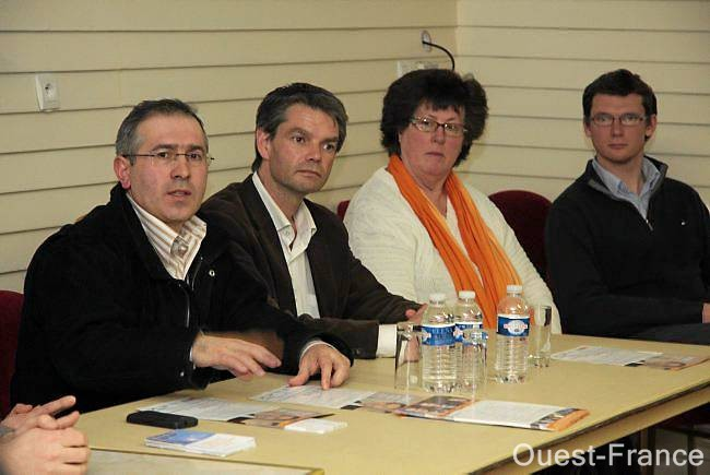 Figure reconnue au sein de l'Amicale franco-turque, Fuat Ozdemir (à gauche, à côté de Rodolphe Thomas) a choisi de s'engager pour la première fois en politique dans les rangs du MoDem à l'occasion de la campagne des régionales.