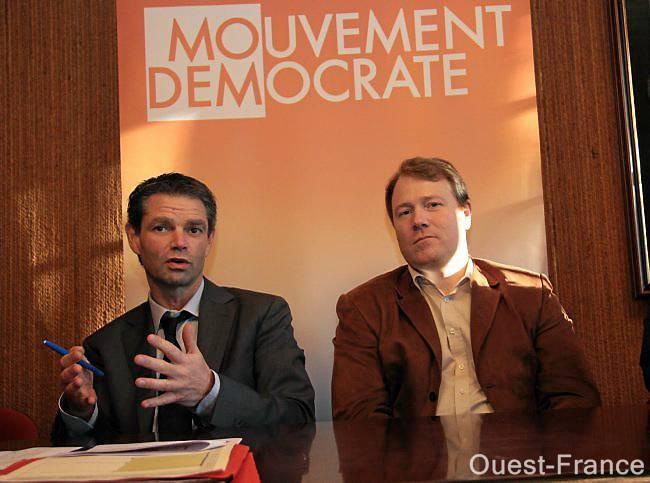 Rodolphe Thomas (à gauche), maire d'Hérouville et tête de liste du Modem aux régionales, et le maire de Chanu Thierry Aubin.