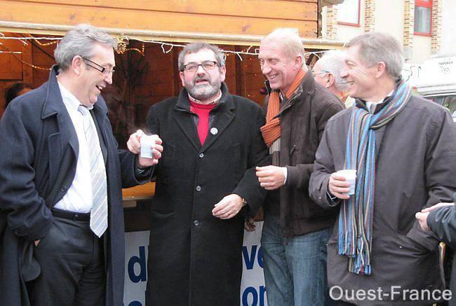 (De gauche à droite) Thierry Pinot maire de L'Aigle, Serge Delavallée adjoint à la culture, Jean-Marie Vercruysse maire d'Aube et Jean Sellier conseiller général du canton Est